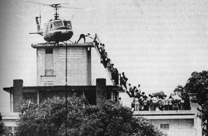 Trực thăng di tản trên nóc nhà Sài Gòn